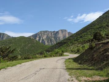 Route menant au col