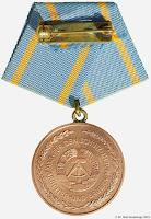 043 Friedrich Engels III medailles