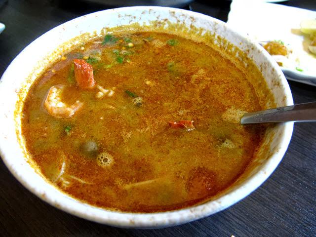酸辣鮮蝦湯-二分之一泰式小館,台中泰式料理餐廳
