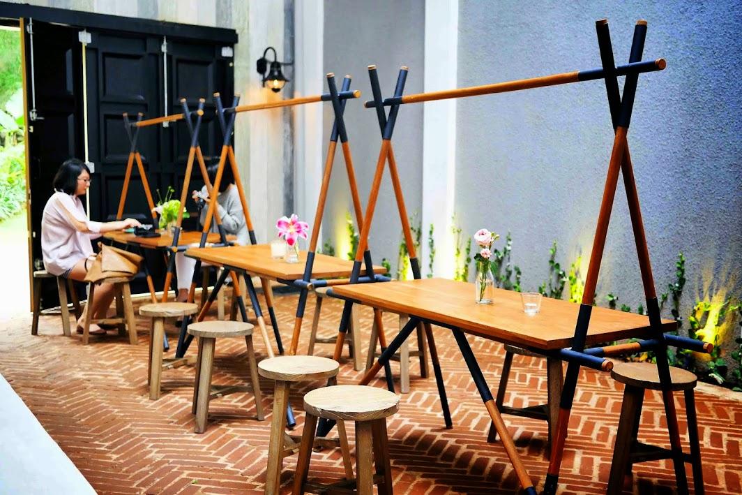 Kursi Unik, Konsep Cafe Dengan Desain Kursi Unik