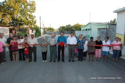 Corte del listón inaugural de las obras de pavimentación