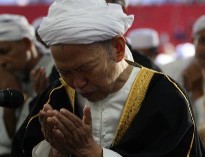 Tok Guru berdoa | Kongsi Cerita