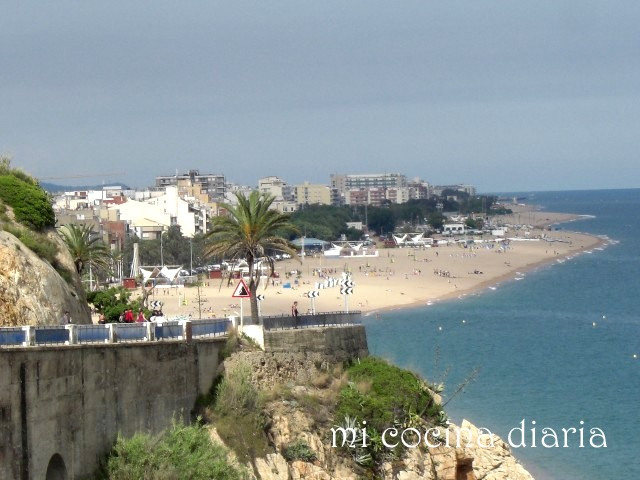 Playa y mar de Calella, Barcelona (Пляж и море Калейи, Барселона)