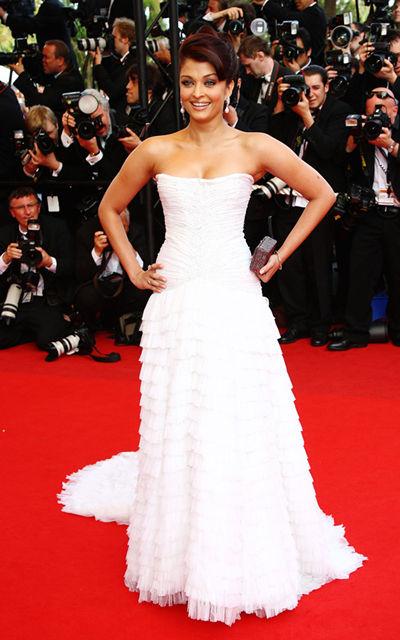Dress point aishwarya rai 39 s dress for Aishwarya rai in her wedding dress