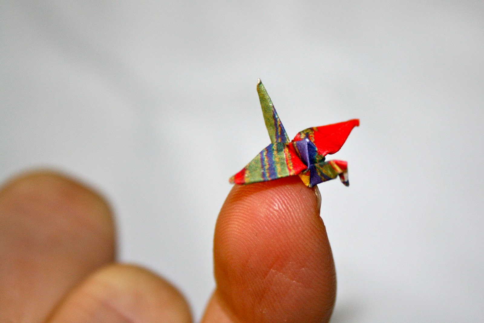 Making Adorably Small Origami Paper Cranes - Ripley's Believe It ... | 1067x1600