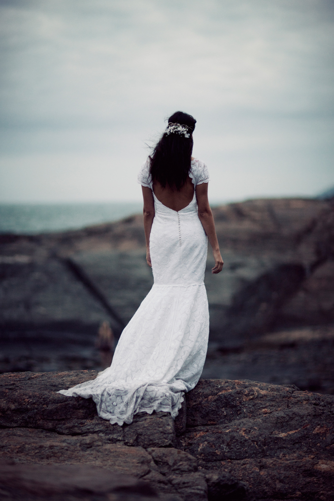 bride on rocks STUDIO 1208