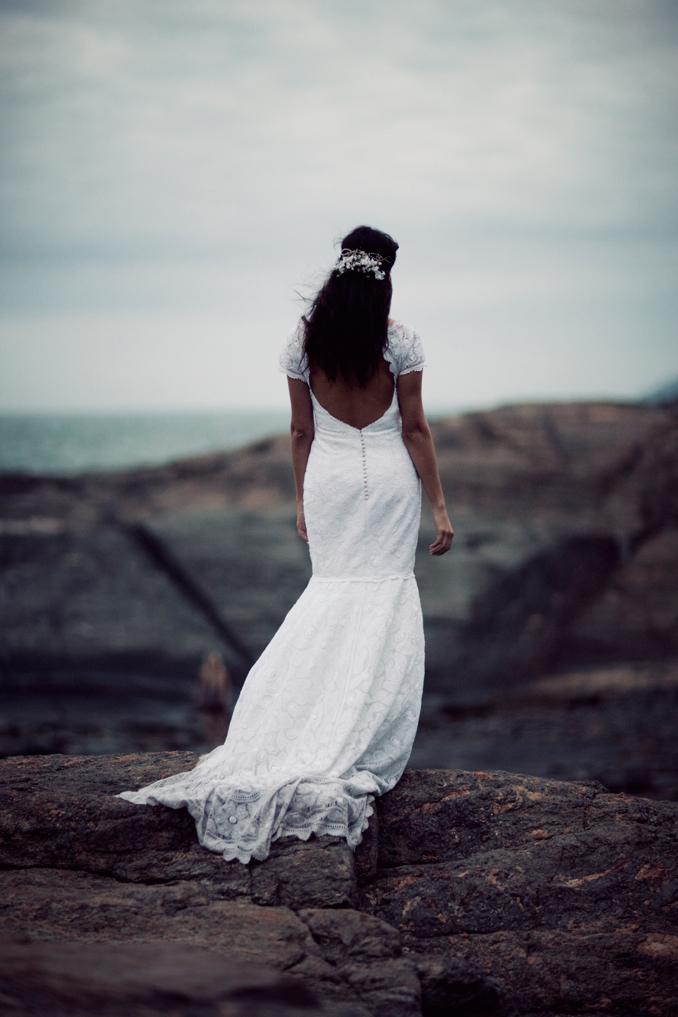 bride on rocks STUDIO 1208