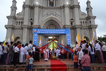 Giáo xứ Hào Phú đón Thánh Giá ĐHGT