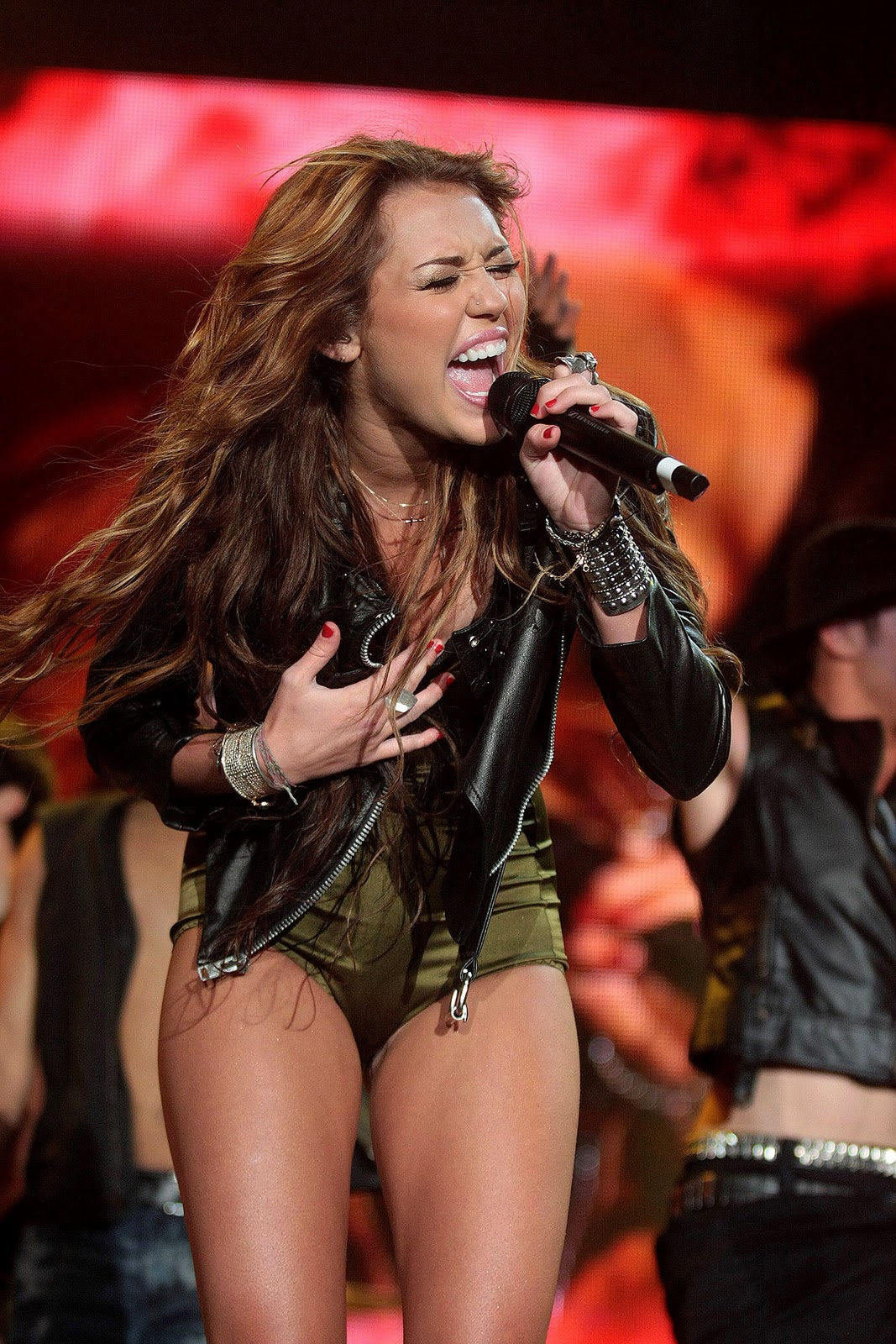 Miley Cyrus Live In Concert  Miley Cyrus News  Love Life -9482