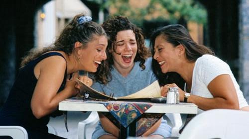 tertawa bermanfaat bagi kesehatan jantung