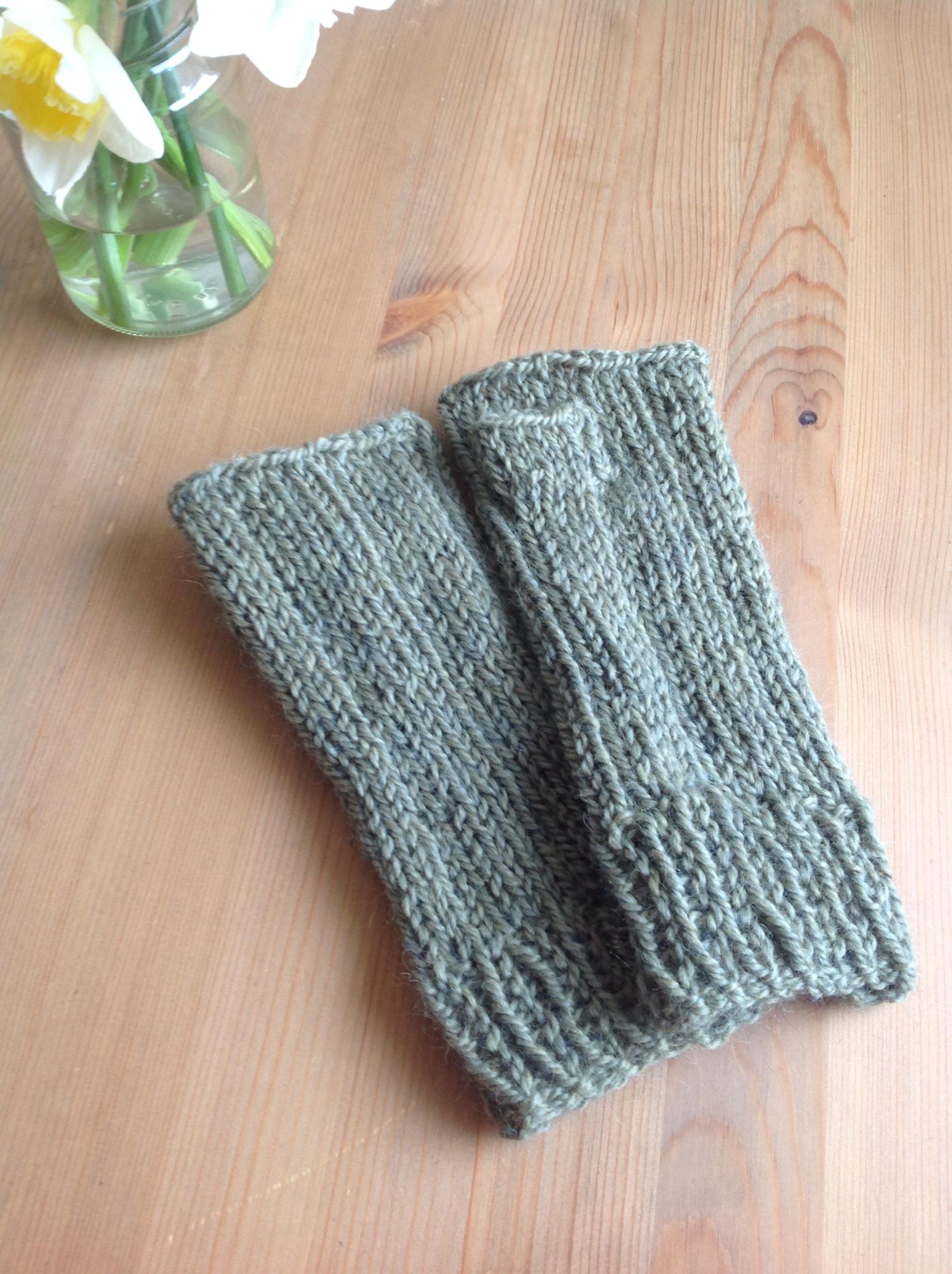 Grace Paretree: #Handmade Monday - easy knitted wrist warmers make ...