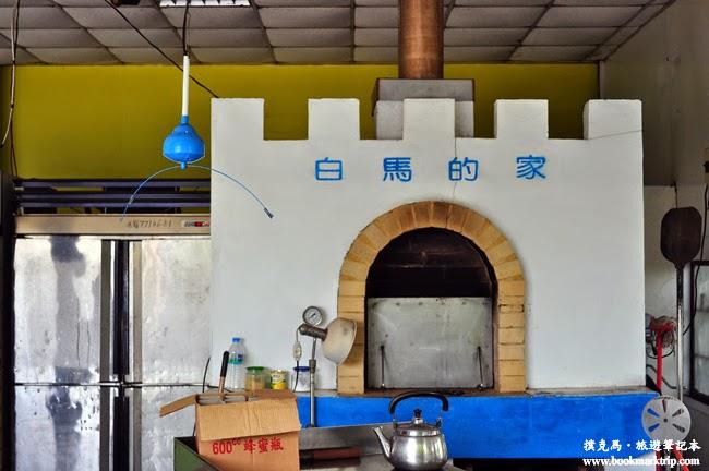 白馬的家城堡外觀的窯烤披薩烤爐