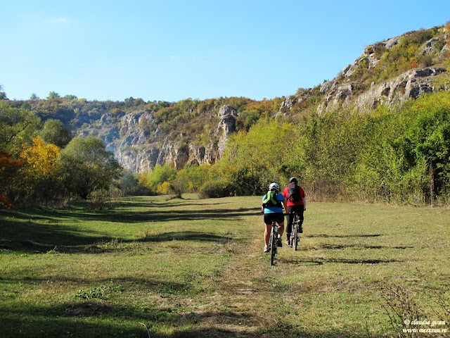 Cum e toamna la Rusenski Lom? Meet the Sun cu bicicleta :)