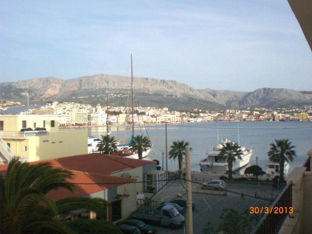 Kyma otelindeki balkonumuzdan Chios'un genel görünümü
