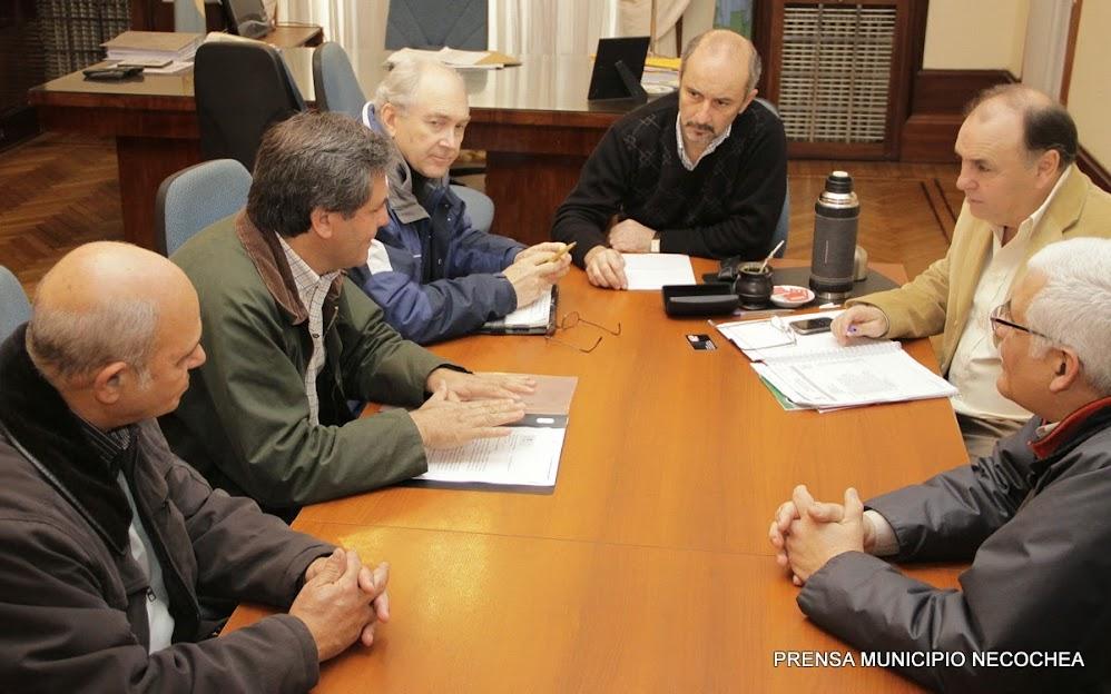 Centro de Ingenieros de Necochea y Quequén, encabezado por su presidente, Gustavo Pardal, junto a Alberto Somigliana, Luis Lanzavecchia y Luis Gonzo
