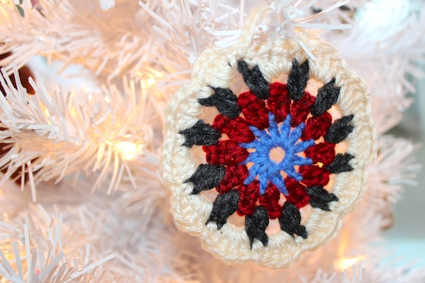 how to make crocheted granny square round ornaments crochet