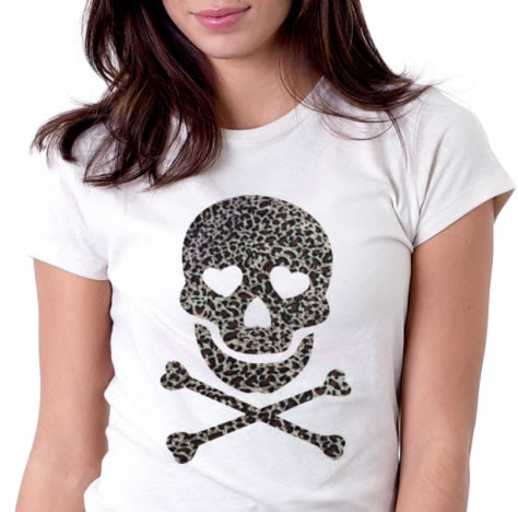 Caveira colada em camiseta