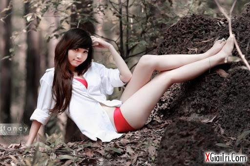 Hotgirl Khuyến rũ trong rừng
