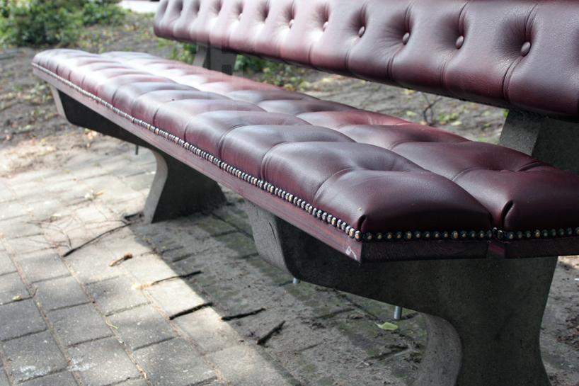 *公園裡的皮革古董長凳:切斯特菲爾德Chesterfield park bench! 2