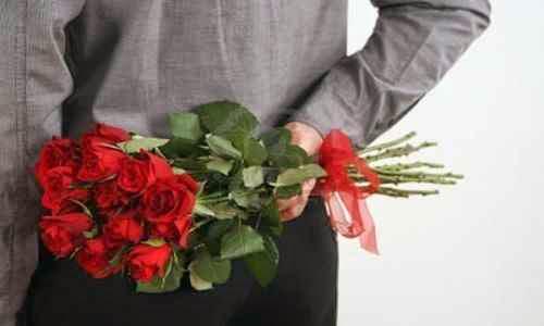 Un hombre enamorado tiene por costumbre idealizar a la chica
