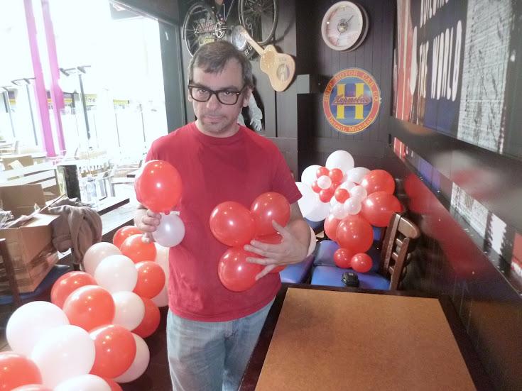como-hacer-decoracion-flor-globos-04