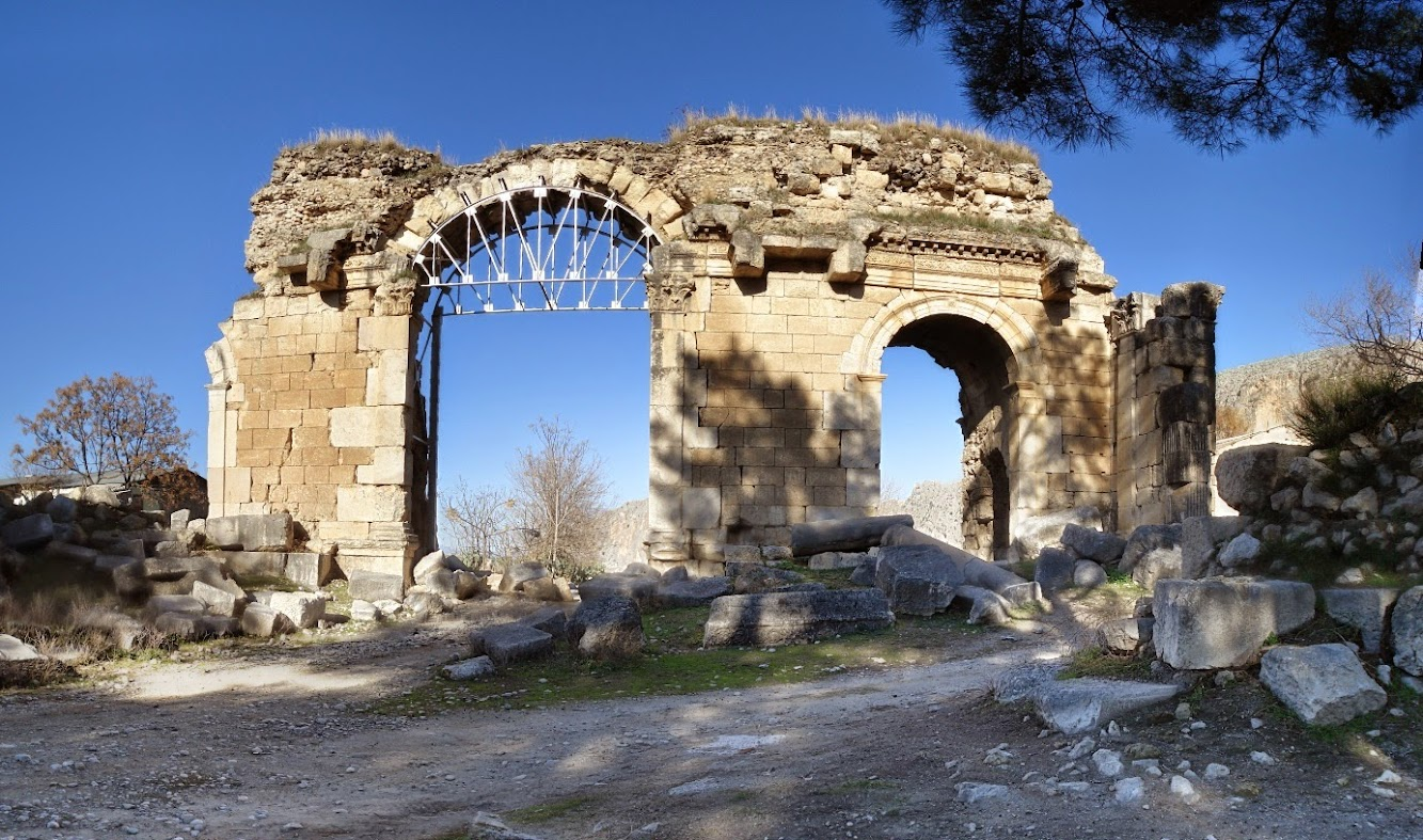 Near East: Triumphal arch of ancient city to return to former glory