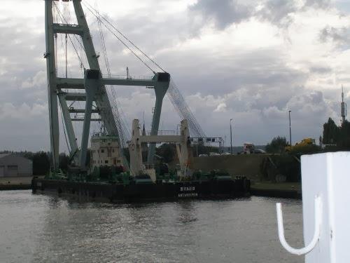 De drijvende havenkraan Brabo. Deze kan tot 800 ton hijsen.