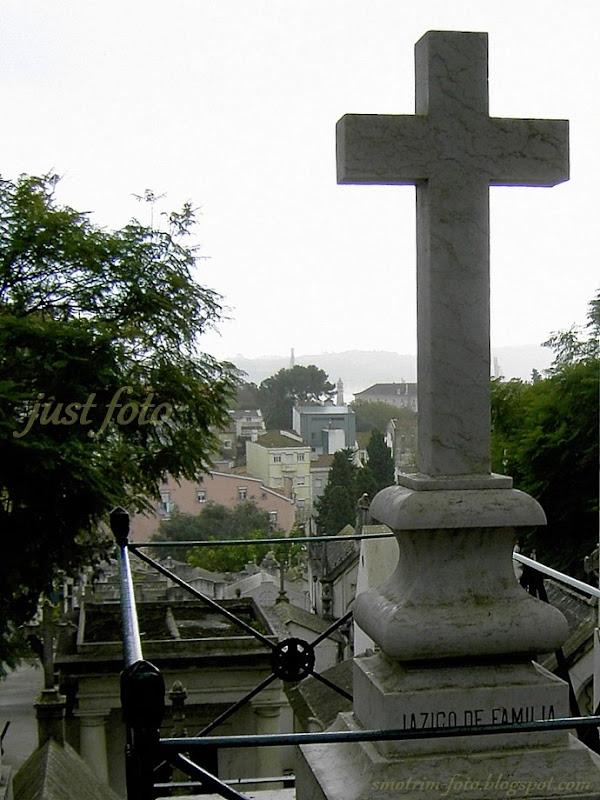Крест и вид на Лиссабон фото