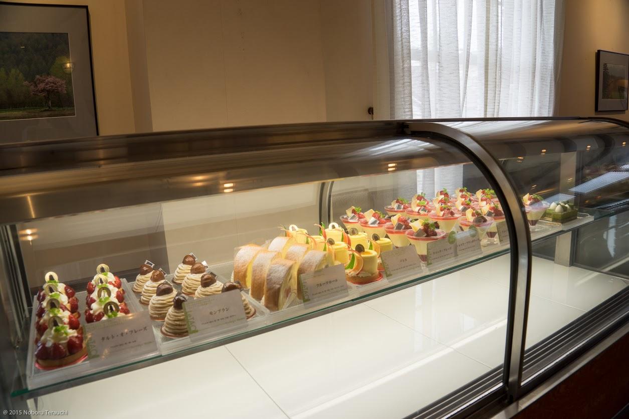 魅力的なケーキが並ぶ