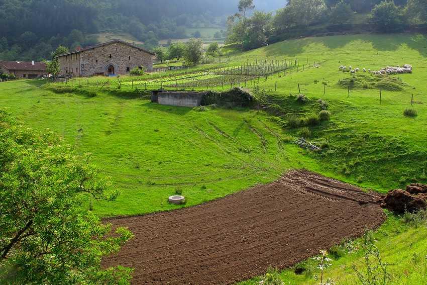 Caserío Urrutia en el valle de Atxondo