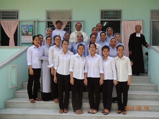 Thánh lễ Tạ ơn và làm phép nhà mới cho Cộng đoàn Nữ Lasan Phù Sa.