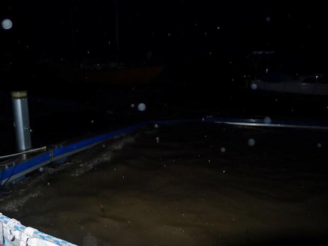 Řeka se nám trochu rozdováděla. Moc to není vidět, ale kdo má fantazii, tak si doplní...