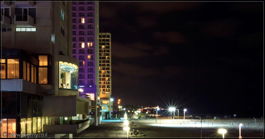 Одно фото / Тель Авив, ночные пляжи (foto il  фото тель авив одно фото ночь моря и океаны  20111007 ta kipur 001 7922)