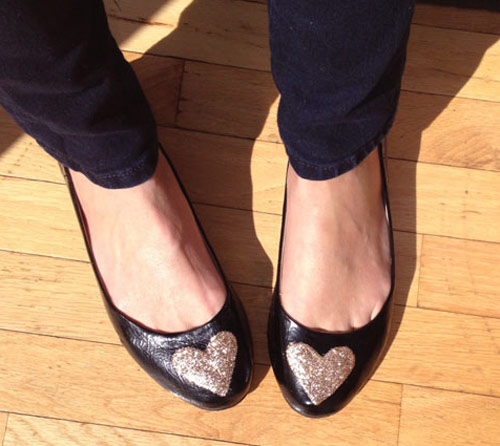 Customização de sapatilha - sapatilha pronta customizada com coração de glitter