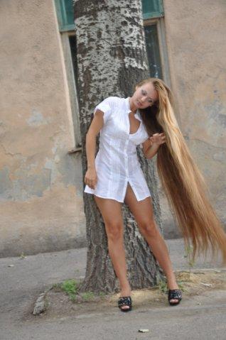 beautiful blonde girl long hair
