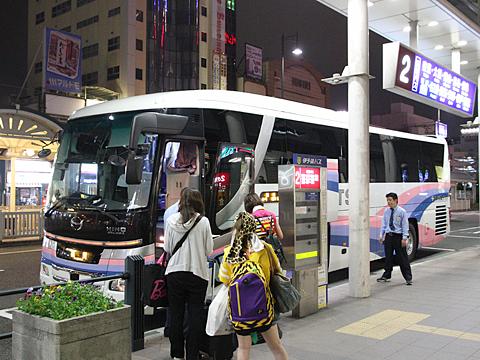 伊予鉄南予バス「道後エクスプレスふくおか号」 5388 伊予鉄松山市駅改札中