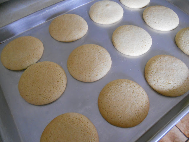 The baked sugar cookies.