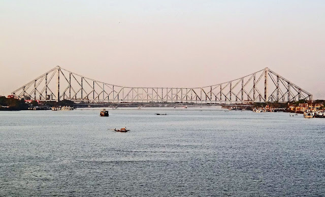 howrah bridge in the evening