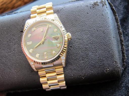 Bán đồng hồ rolex day date – model 118338 – vỏ hạt xoàn – mặt xà cừ – size 36mm