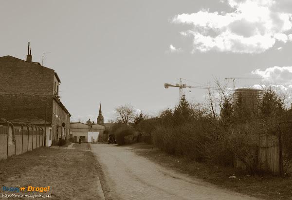 ulica nad stawem