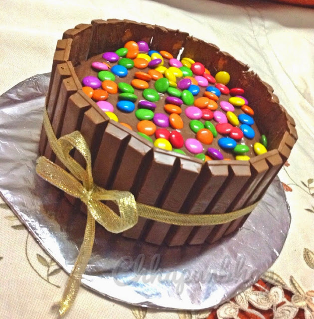 Decorating Cake With Kitkat : Chhapan Bhog: Eggless Double Chocolate Kit Kat Cake