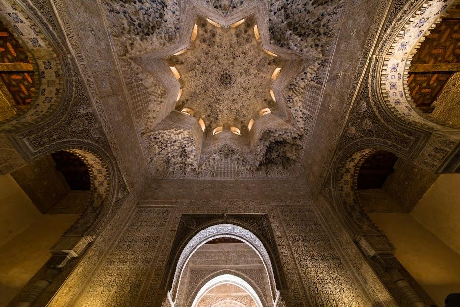 https://lh5.googleusercontent.com/-JOiy6-X2iyM/VTzXuv7RpYI/AAAAAAAAORU/GfEkw7GKwJU/w927-h618-no/20150421_Granada_Alhambra_6266.jpg