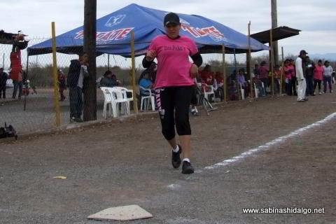 Sanjuanita Elizaldi de Pekes de Bustamante en el softbol femenil del Club Sertoma