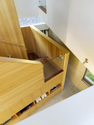 700  ccs cowper st stairwell Rumah Indah Yang Terbuat Dari Tanah