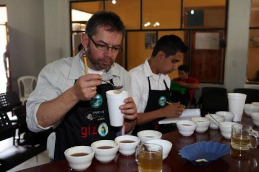 SALVADOR QUISHPE ASISTIÓ A CONCURSO DE CAFÉ EN CHINCHIPE