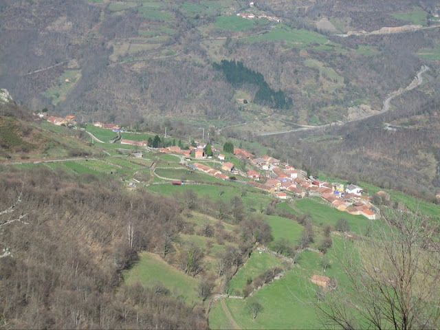 Rutas Montaña Asturias: Vista de Villamarcel