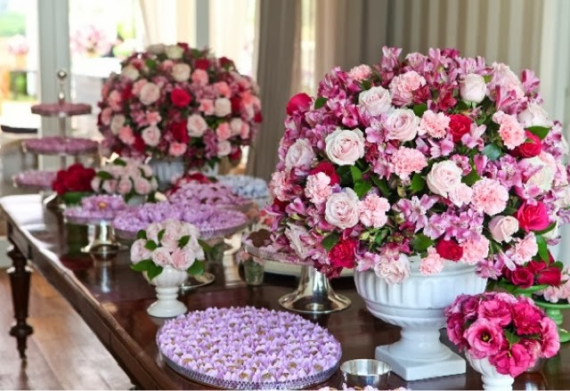 decoração do meu casamento foi feita em rosa, pink e vermelho e