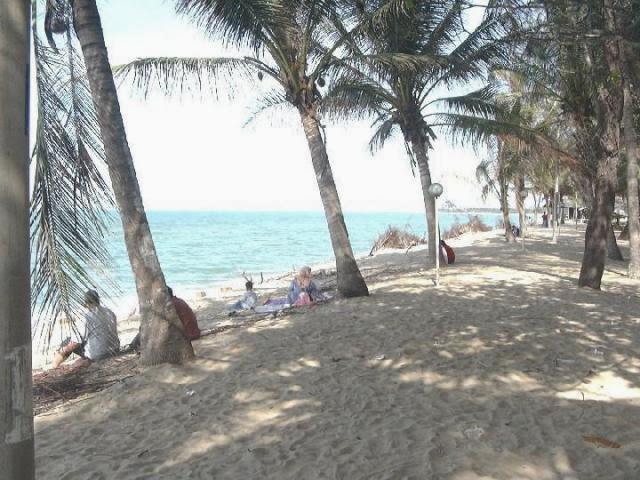 Pantai-Cahaya-Bulan-Beach