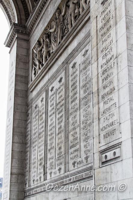 Arc de Triomphe üzerinde yazılı savaş kazandıran asker isimleri, Paris