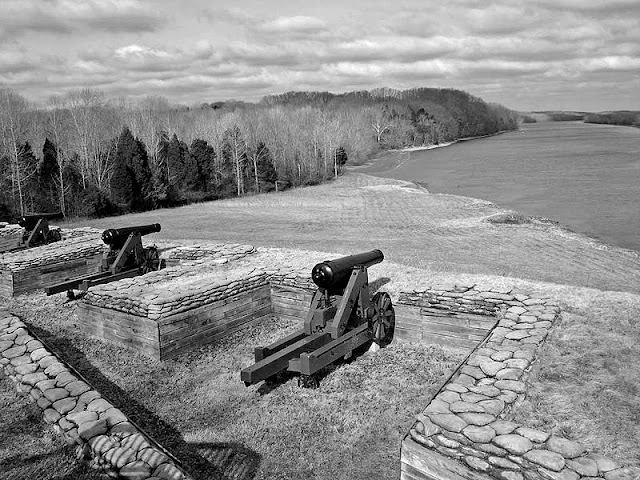 Fort Donelson overlooking the Cumberland River in modern times.